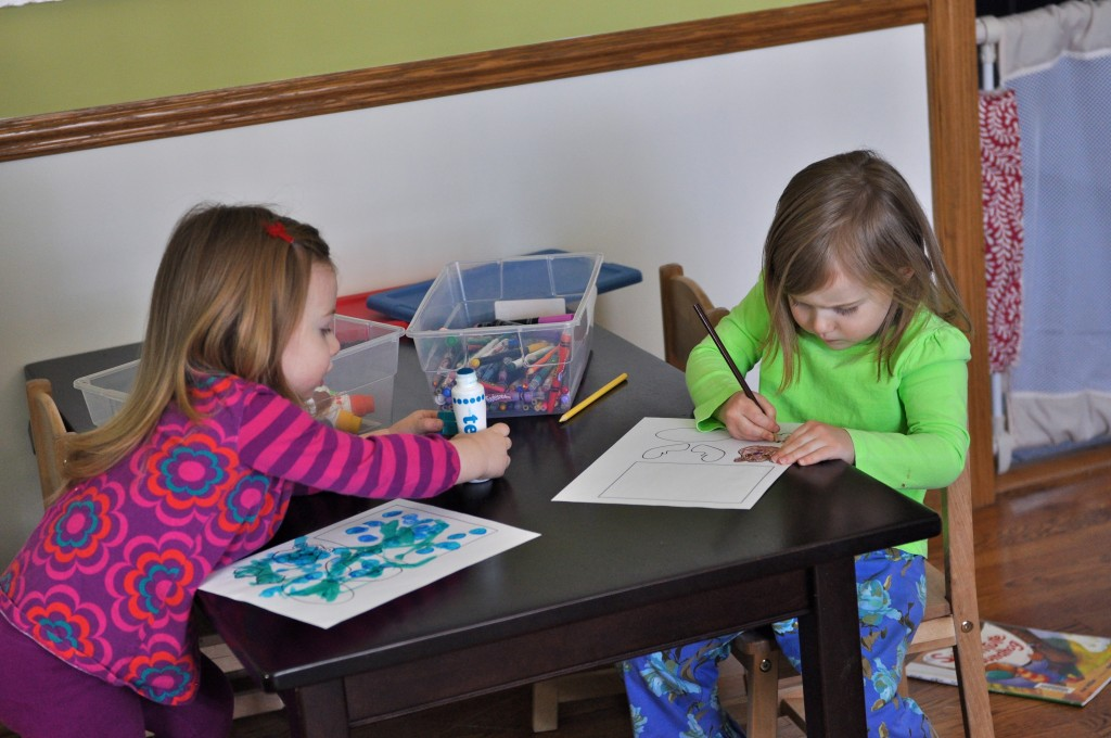 Coloring toilet paper groundhogs
